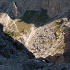 Es geht steil bergab zur Forcella della Neve