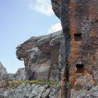 Immer vorbei an alten Felsstellungen des Dolomitenkrieges
