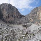Am Wasserfall führt der Vallon-Klettersteig hoch