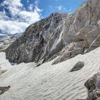 Abstieg über die Felsen am Gletscher