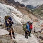 Vorbereitung zum Abstieg über die Felsen am Gletscher