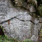 Schrift am Felsen beim Kleinalmeyerschloß