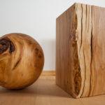 Holzkugel und Holzblock aus Kirschbaumholz